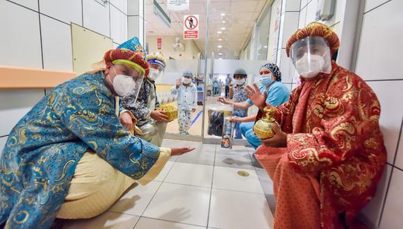 Los Tres Reyes Magos cumplieron con los protocolos de bioseguridad al visitar a los pacientes del Instituto Nacional de Salud del Niño de San Borja. (Foto: Difusión)