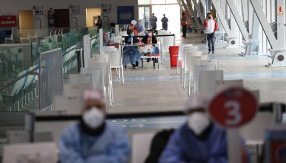 Pocas personas acuden a los vacunatorios de la capital.  (Fotos Referencial/Britanie Arroyo / @photo.gec)