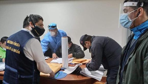 Lambayeque: Seis efectivos policiales fueron intervenidos durante un operativo  realizado por la Fiscalía Anticorrupción por la presunta compra irregular de productos de bioseguridad y limpieza para la II Macrepol Lambayeque. (Foto Ministerio Público)