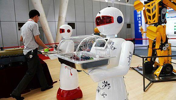 China: robots cuidan a personas, desde niños hasta ancianos