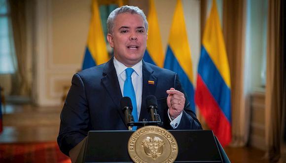 """Para Facebook, los videos en que aparecen manifestantes llamando """"marica"""" al presidente de Colombia, Iván Duque, son noticiosos."""