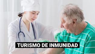 Turistas mayores de 65 años viajan a Estados Unidos para vacunarse