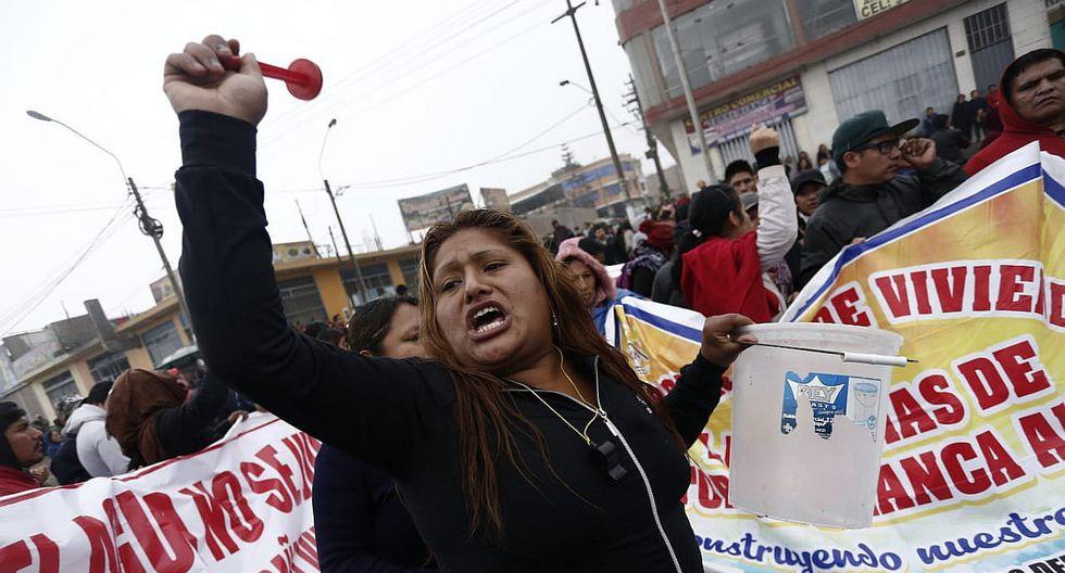 Vecinos bloquean Av. Túpac Amaru en Carabayllo exigiendo agua potable y desagüe | VIDEO