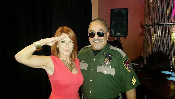 Willie Colón entrega 145 chalecos antibalas a policías en Puerto Rico