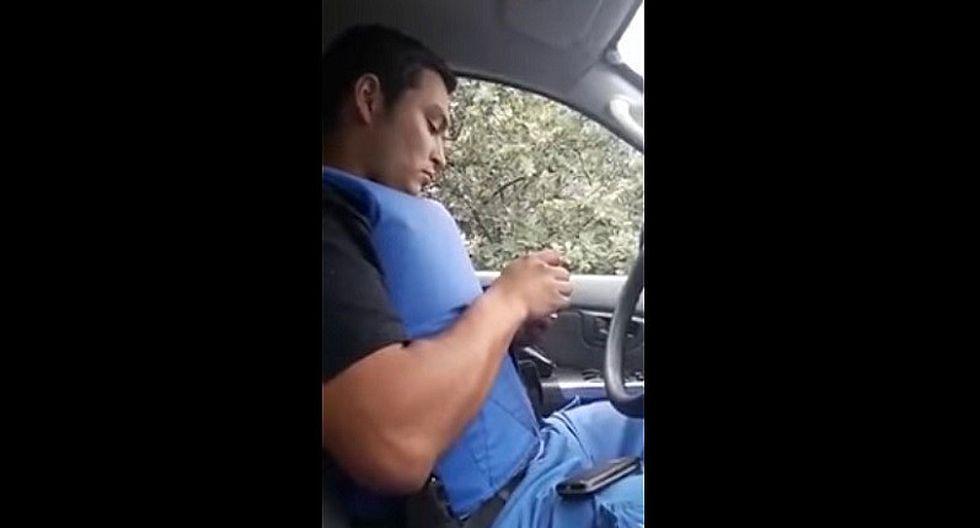 Argentina: captan a policía haciendo esto dentro de patrullero (VIDEO)