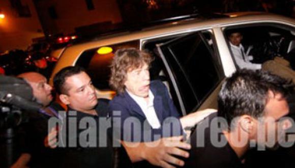 Mick Jagger visita el Cusco en compañía de su novia e hijo