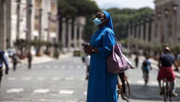 Tomar la temperatura: La medida que adoptará el Vaticano para reanudar misas dominicales durante pandemia. (EFE)