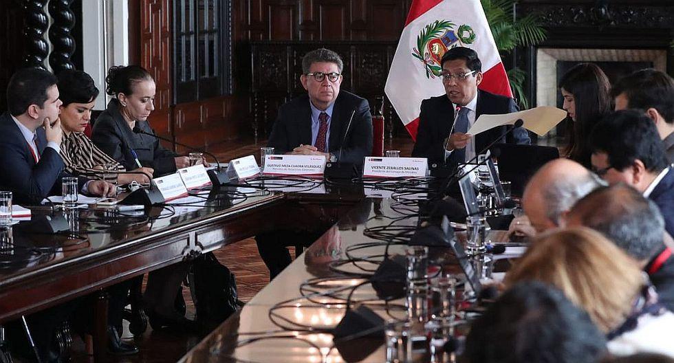 El presidente del Consejo de Ministros, Vicente Zeballos, confirmó el decreto de urgencia ante la prensa extranjera. (Foto: Difusión)