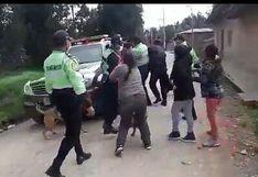 Coronavirus en Perú: policías son agredidos cuando intentaban que dos mujeres pasarán la prueba | FOTOS