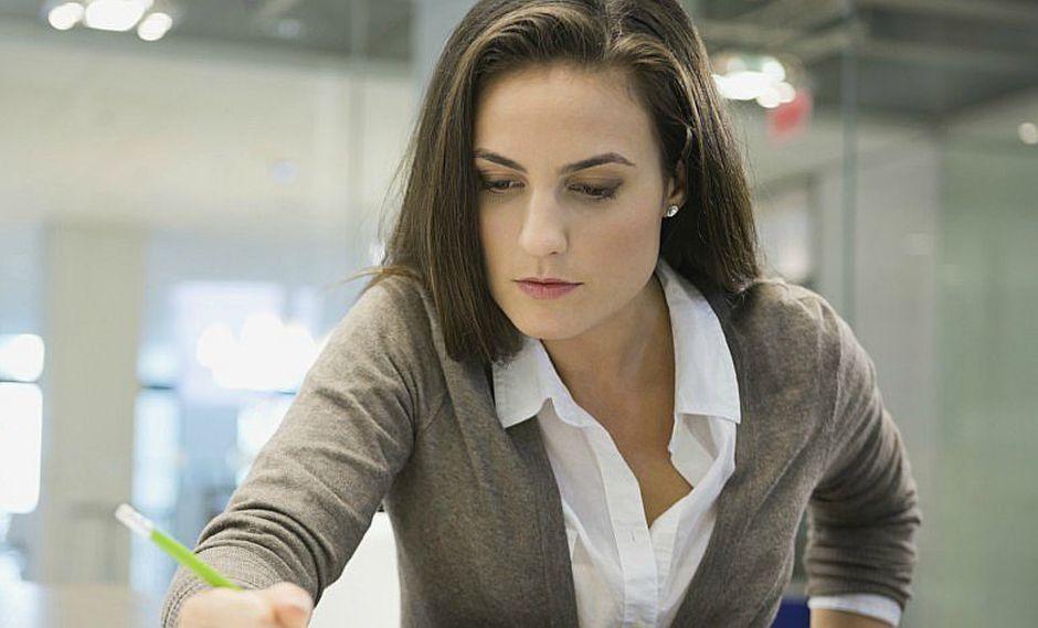 ¿Cómo afrontan las mujeres las barreras en el trabajo?