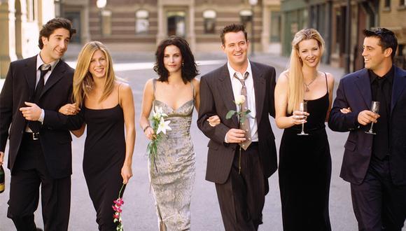 """""""Estoy emocionada de mostrarles algunas piezas de la primera colección de merchandising de Friends"""", escribió Jennifer Aniston en su red social. (Foto: Cosmopolitan)"""