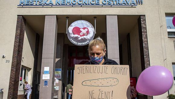 Las esterilizaciones forzadas -sin consentimiento, engañadas o presionadas para ello- son un crimen en República Checa y en el Perú.   Recibirán un pago único de unos 11,500 euros, que podrán solicitar a partir de enero próximo, en compensación del irreparable daño sufrido
