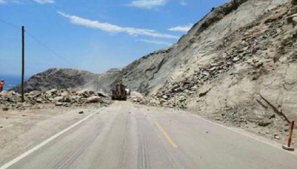Provías realiza la limpieza de la carretera. (Foto: Andina)