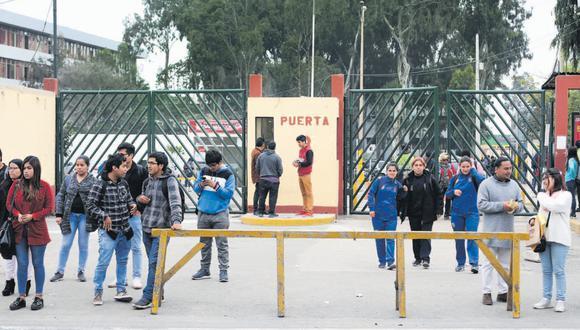 En el Perú hay más de 955 mil estudiantes universitarios. Debido a la pandemia, los campus y recintos debieron cerrar y las clases se empezaron a dictar a través de Internet. (Violeta Ayasta / GEC)