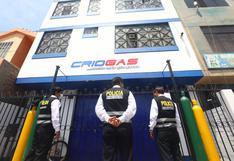 'Ángel del Oxígeno': policía resguarda local tras denuncia de cobros por espacios en fila para recargar balones