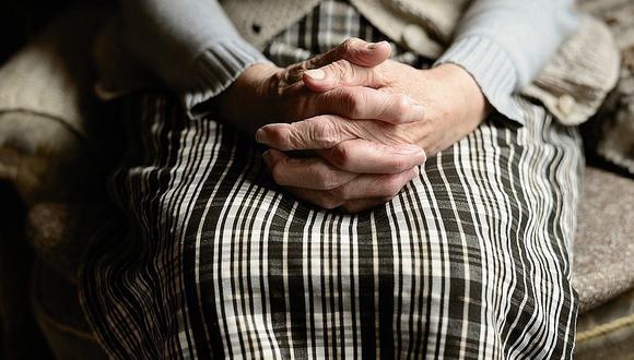 Rescatan a anciana de 98 años que convivió 5 días con el cadáver de su hijo