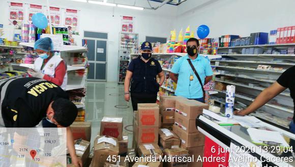 Madre de Dios. La Policía incautó gran cantidad de productos de primera necesidad durante la intervención en esta librería. (PNP)