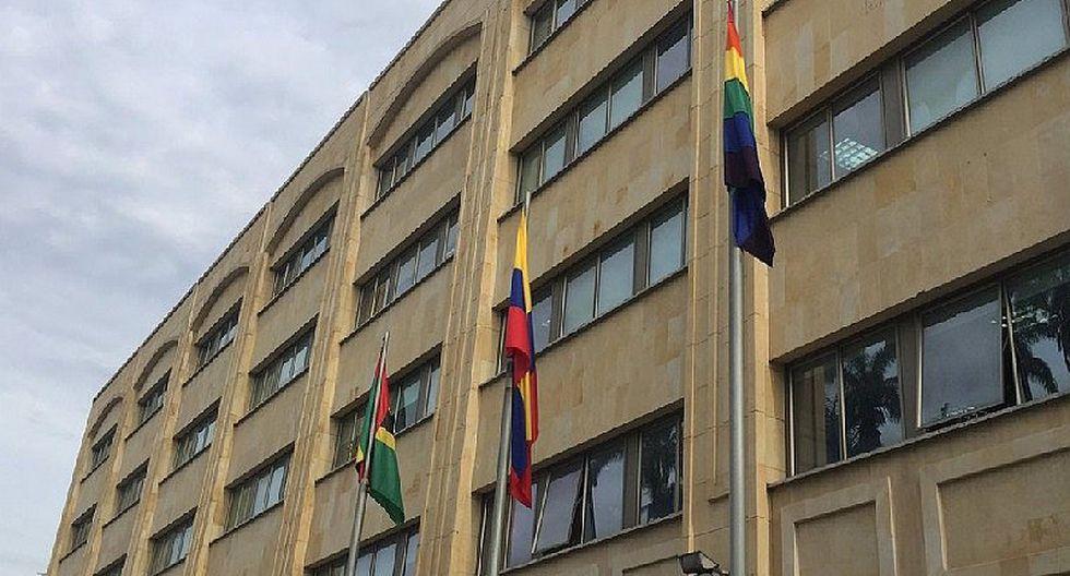 Colombia: Alcaldía iza bandera gay en contra de homofobia