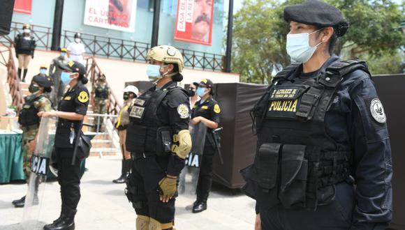 Actualmente son alrededor de 25 mil oficiales y suboficiales femeninas las que sirven al país. (PNP)