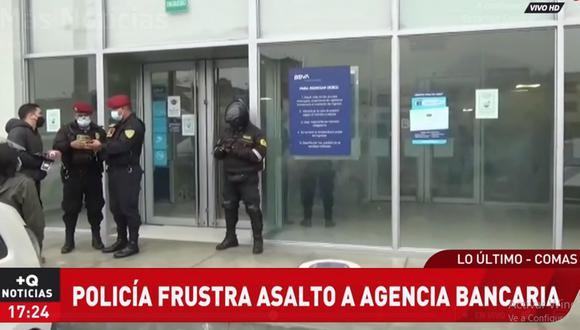 Los agentes de la Policía Nacional capturaron a sujeto que había asaltado a cliente de agencia bancaria, en Comas. (ATV+)