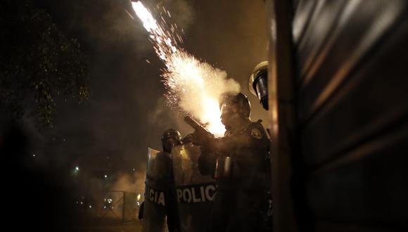 Despliegue policial en el Centro de Lima durante las manifestaciones del sábado. (Foto: César Campos).