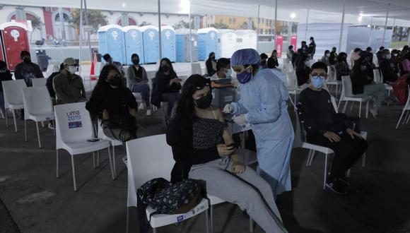 El lunes 11 de octubre inició la vacunación contra el coronavirus (COVID-19) a mayores de 18 años a nivel nacional. Foto: Leandro Britto/@photo.gec