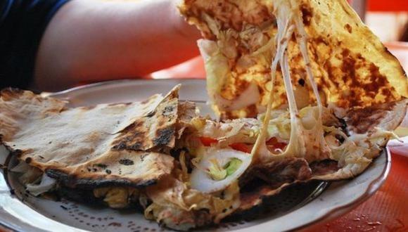 La tlayuda es un plato hecho a base de tortilla de maíz. (Foto: Wikimedia Commons)