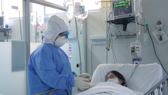 Cifra de pacientes sospechosos asciende a 818