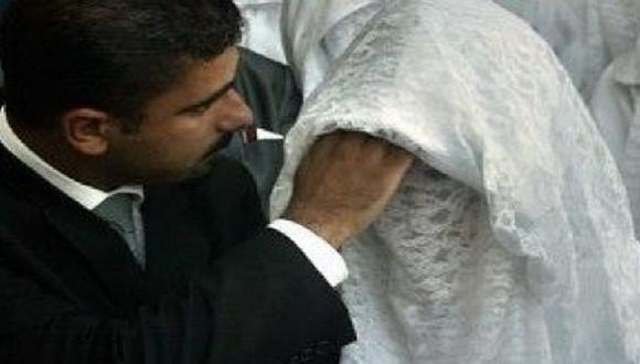 Le pide el divorcio inmediatamente después de verla sin maquillaje (FOTO)
