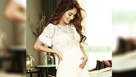 Anahí muestra tierna ecografía de su bebé y conmueve a fans