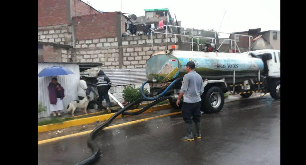 Familias afectadas recibieron apoyo para sacar el agua de sus casas (GEC)