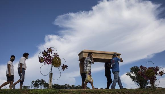 Iquitos: Revelan que en secreto enterraron a centenares de fallecidos por COVID-19. (Foto: AP/ Rodrigo Abd)