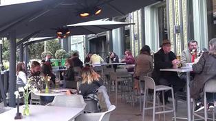 Restaurantes y gimnasios reaperturan sus negocios en Londres