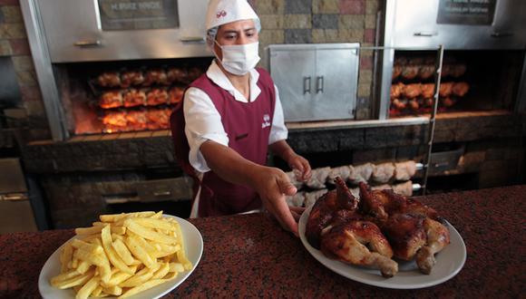 Este año la covid-19 opacó las celebraciones por el Día del Pollo a la Brasa. Foto: Rolly Reyna/ Archivo El Comercio