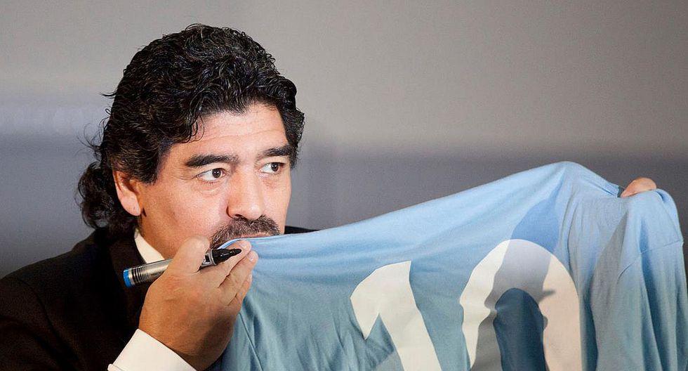 """Diego Maradona apoya a Nápoles tras venta de Higuaín y dice: """"Yo no os traiciono"""""""