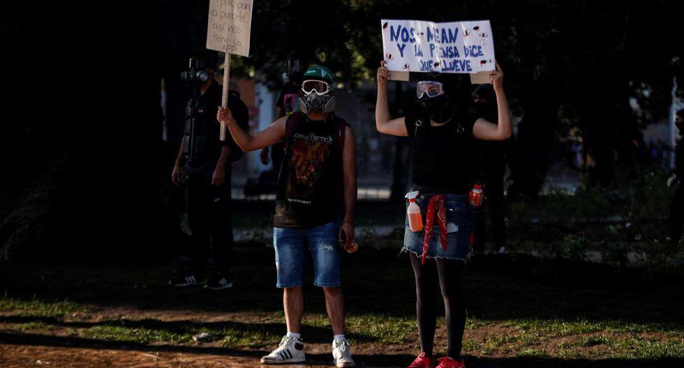 Miles de manifestantes protestan este domingo en el centro de la ciudad costera de Viña del Mar (Chile). (EFE)
