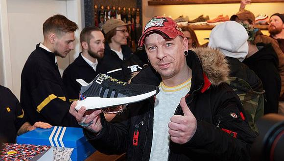 Se pelean por comprar zapatillas que sirven para viajar un año gratis