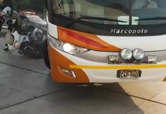 Bus de Universitario chocó a un policía antes del debut del equipo en Copa Libertadores   VIDEO