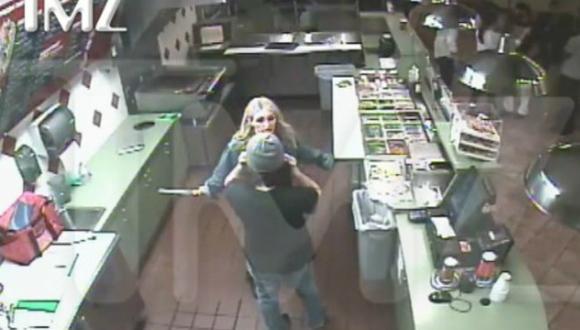 Britney Spears: revelan imágenes cuando su hermana ataca con un cuchillo [VIDEO]