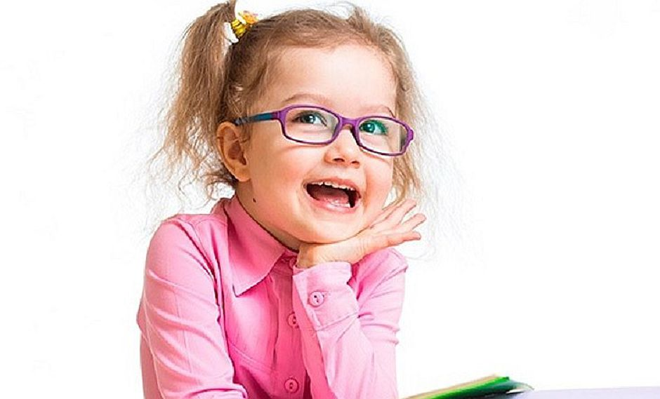 ¿Los aparatos electrónicos dañan la visión del niño? Sepa cómo cuidarlo