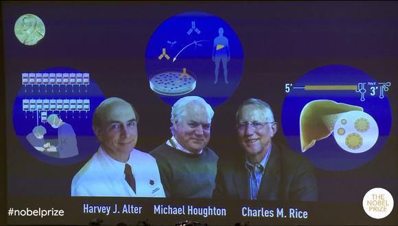 En la imagen se puede observar a los tres hombres galardonados. El Nobel de Medicina es el primero de la ronda de estos prestigiosos premios. (Captura / YouTube / Nobel Prize)