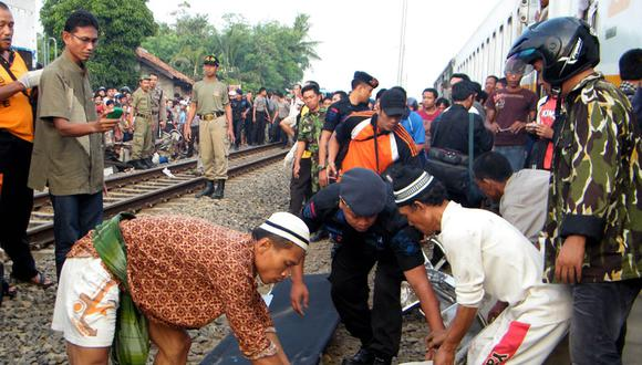 Indonesia: 34 personas mueren en choque de trenes