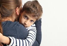 ¿Eres una madre sobreprotectora? Este es el daño que le haces a tus hijos