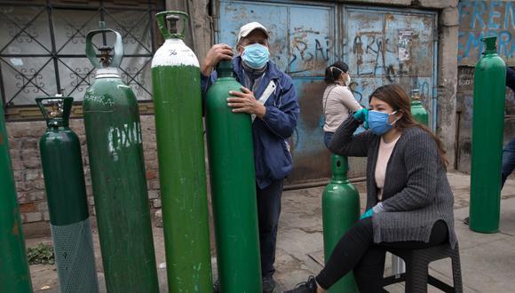 Zona caliente. Acuden a recargar balones al Callao, región con alta presencia de coronavirus. (GEC/Anthony Niño de Guzmán)