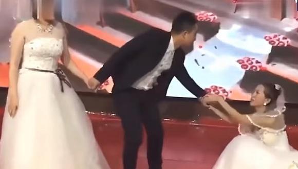 Irrumpe boda su expareja con vestido de novia y suplica que vuelva con ella (VIDEO)