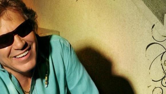 Jose Feliciano apoya a personas con discapacidad visual en Lima