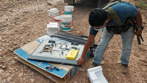 """Junín: Agentes División de Maniobra Contra el Tráfico Ilícito de Drogas """"Los Sinchis de Mazamari"""" detuvo a dos personas que transportaban 31 kilos de droga camuflados en televisor. (Foto PNP)"""