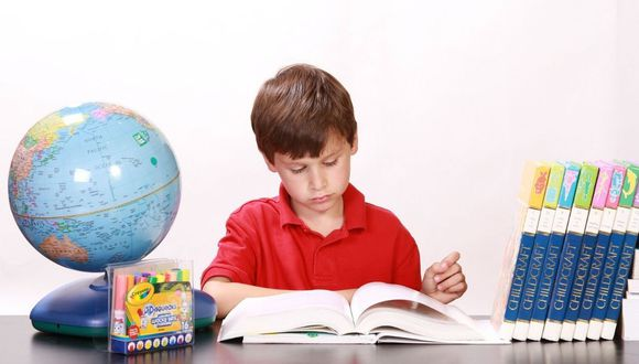 La única forma de conocer el verdadero rendimiento de tus hijos es teniendo una buena relación y comunicación con sus profesores. (Foto: Pixabay)
