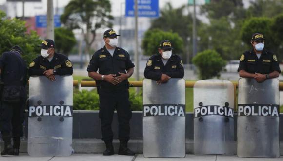 Efectivos policiales salen a patrullar las cales en estado de emergencial (Foto: César Grados / GEC)
