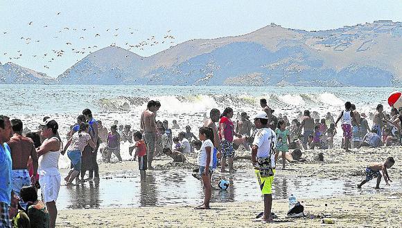 Playa Costa Azul luce descuidada